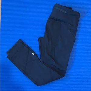 black lululemon cropped leggings size 2